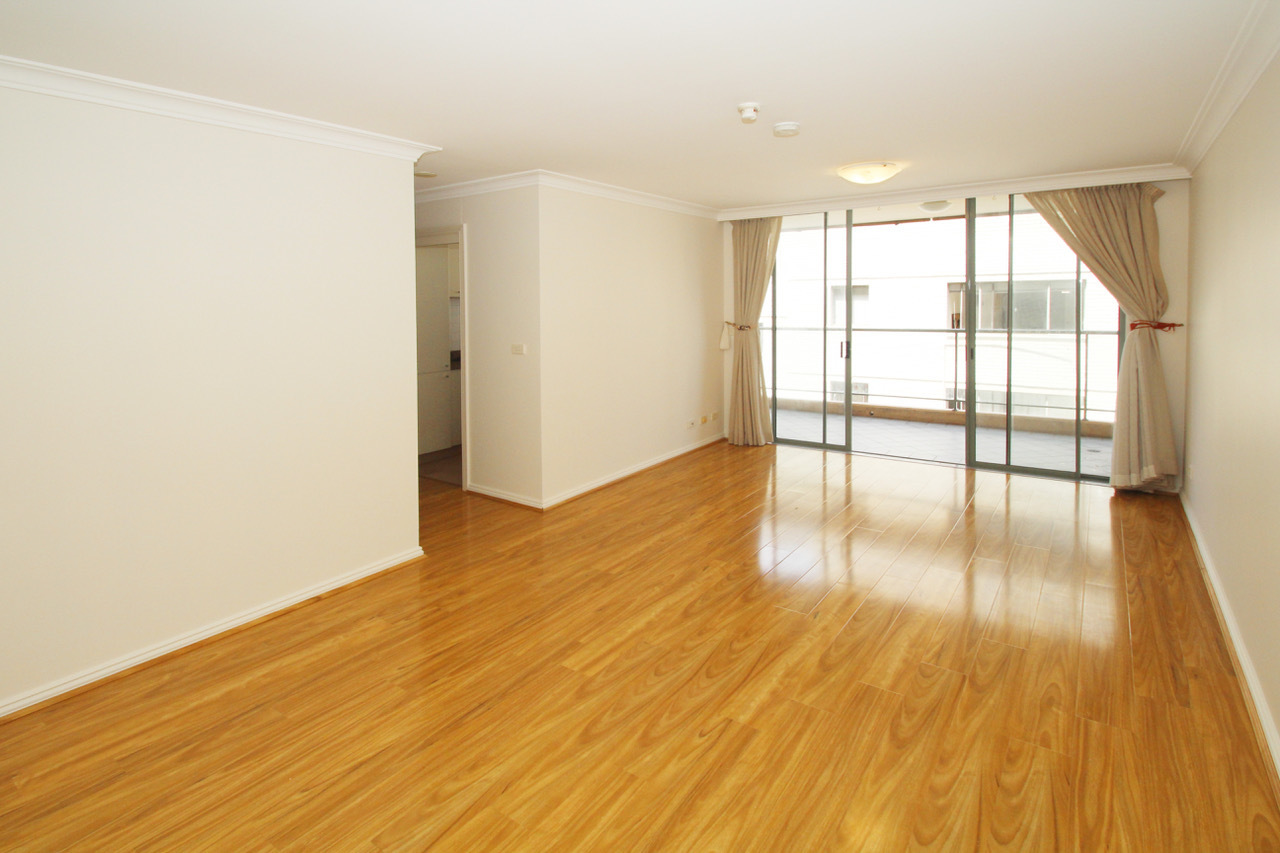 SPACIOUS LUXURY ONE BEDROOM APARTMENT RIGHT IN THE HEART OF BONDI JUNCTION!