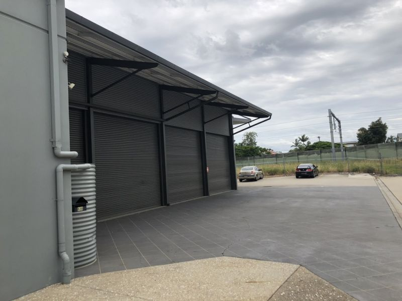 Prime Retail/Showroom With Gympie Road Frontage