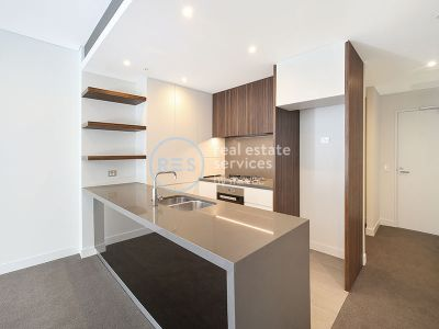 2-Bedroom Apartment plus study nook with private street access