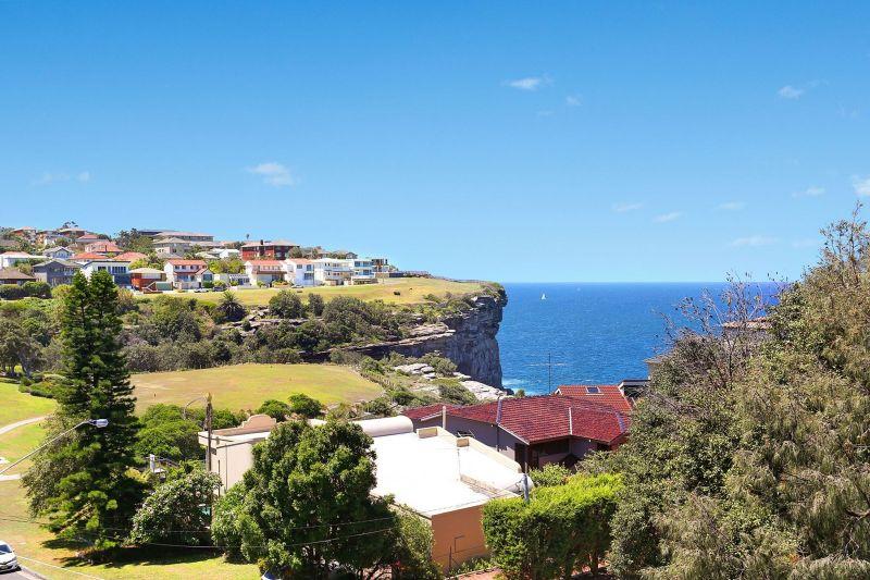 Spacious Ocean View Apartment Reveals Contemporary Renovation