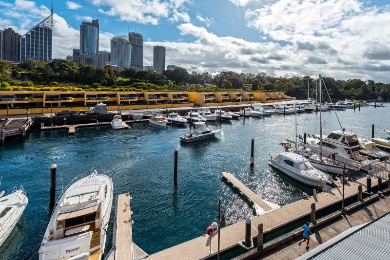 Finger Wharf Woolloomooloo - Fully Furnished Studio with Harbour Views