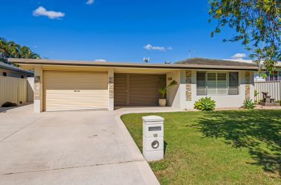 Renovated Family Home Close To Shops, Schools and Broadwater