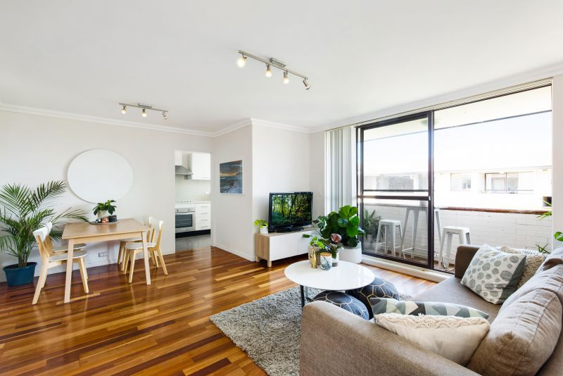 Relaxed Coastal Living, Top Floor Apartment With City Views, Walk To Bondi Beach