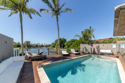 SINGLE LEVEL WATERFRONT ENTERTAINER