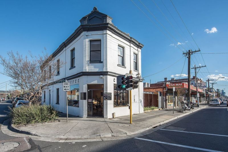 FABULOUS CAFE IN PRIME LOCATION, RICHMOND – CHEAP RENT INCLUDING UPSTAIRS RESIDE