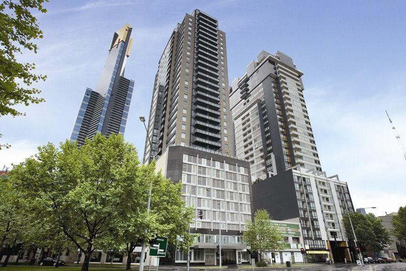 Southpoint: Sensational Location, Spacious Apartment! L/B