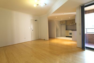 Spacious Two Storey Apartment - Fantastic Location!