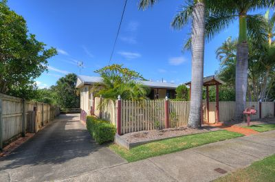 Charming Cottage in City Location!