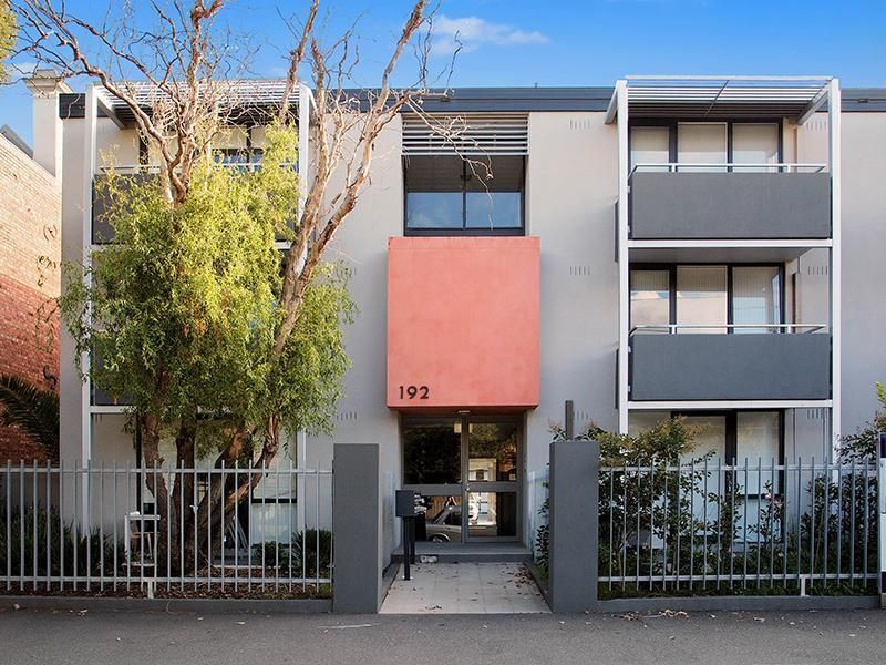 Live Your Dream Life Style in Fantastic South Melbourne!