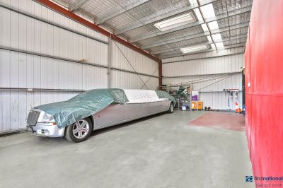 INDUSTRIAL UNIT - GREAT LOCATION !!