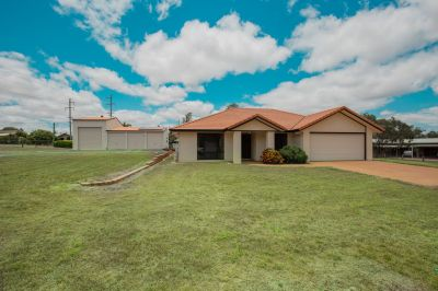 IMMACULATE FAMILY PACKAGE ON 3,032m2 GROUNDS WITH HUGE SHED & SOLAR!
