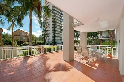 Furnished Broadbeach beachside apartment