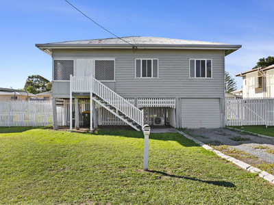 Priced to sell!! Subdivision Potential (STCA) on large 809m2 flood free level block.