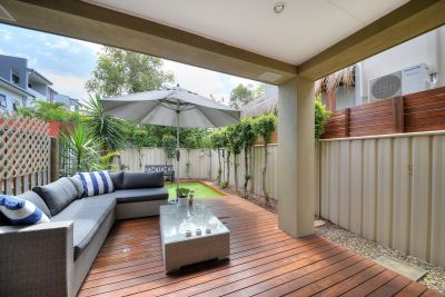 Spectacular carefree entertainer in premier location