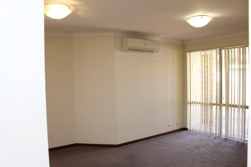 WELL KEPT VILLA IN SMALL GROUP OF 4 - WALK TO CANNING BRIDGE TRAIN STATION
