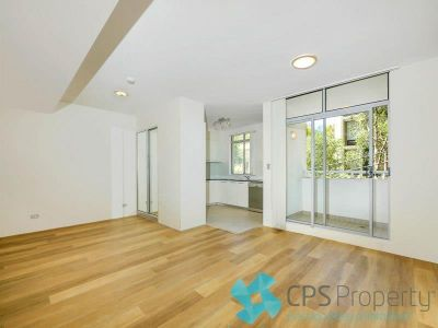 SLEEK EXECUTIVE STUDIO RESIDENCE IN THE HEART OF VIBRANT SURRY HILLS