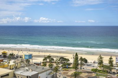 SENSATIONAL VIEWS OVER LOOKING THE SURFERS PARADISE BEACH!