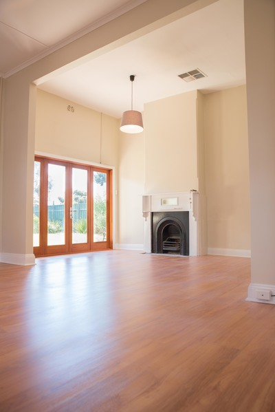 Beautifully renovated 3 bedroom 2 bathroom, short stroll to semaphore road and minutes to the beach
