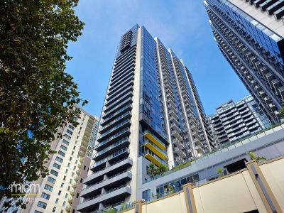 Melbourne Tower: 7th Floor - Stunning Three Bedroom Apartment!