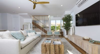 THE MOST AFFORDABLE BEACH HOUSE IN PALM BEACH - PRESENT ALL OFFERS!