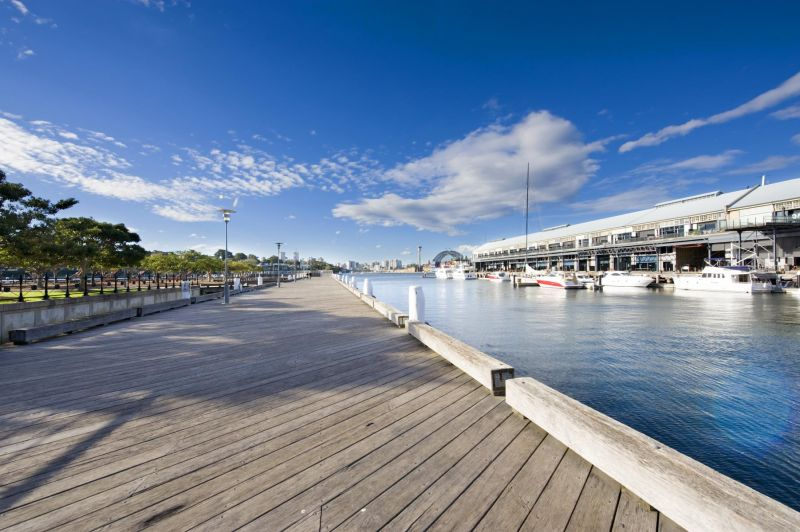 Excellent Waterfront Creative Office With Exclusive Balcony