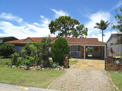 3 BEDROOM, 2 BATHROOM FAMILY HOME ON A LARGE BLOCK