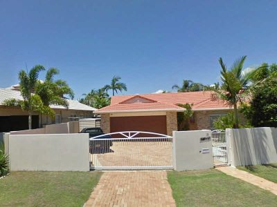 IDEAL LOCATION - 4 BEDROOM FAMILY HOME WITH POOL