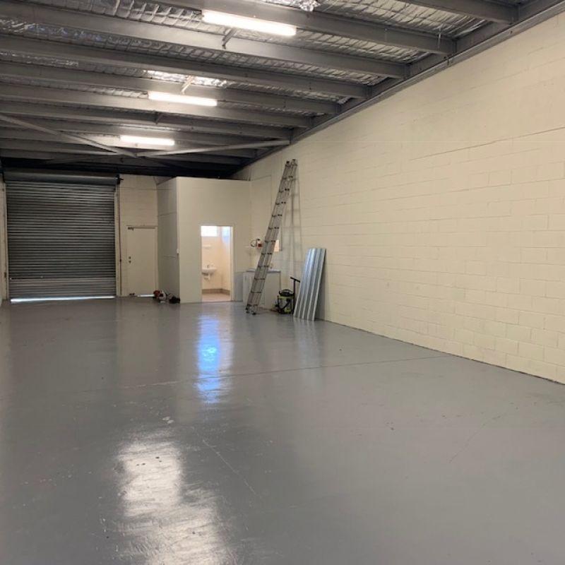 High Exposure Warehouse / Retail / Office 165 m2*