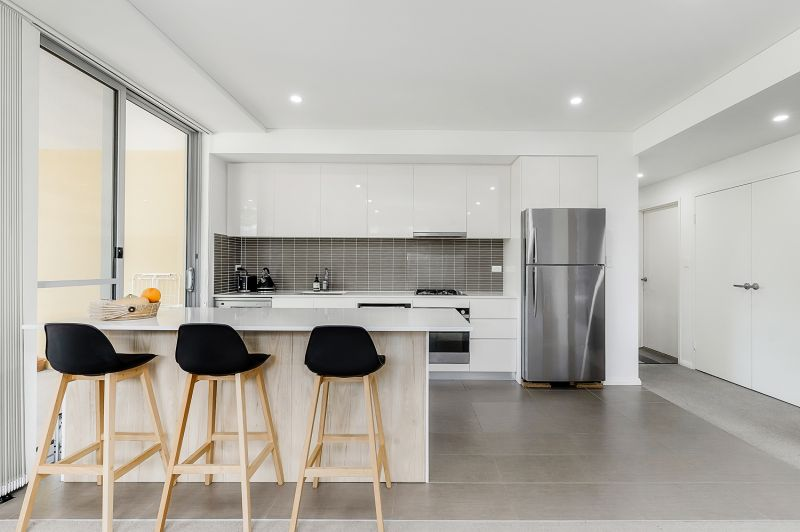 Light filled apartment with easy access to amenities