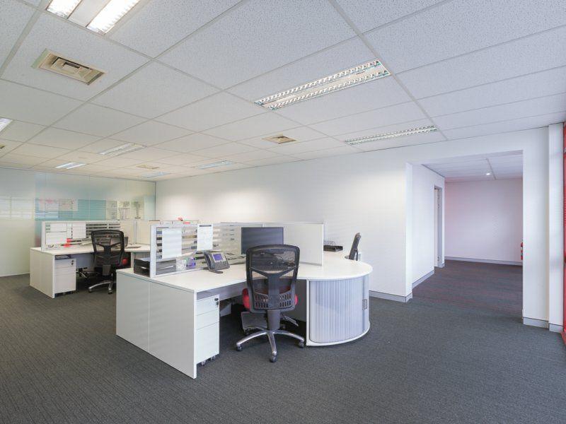 MODERN , A GRADE, OPEN PLAN OFFICE