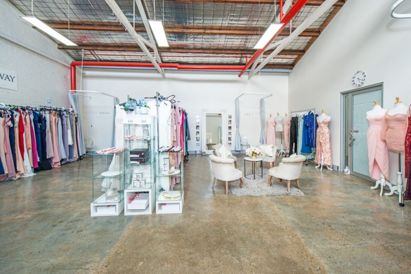 Bright, Open Plan Showroom Ideal for Creative Users