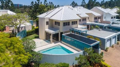 LUXURY GOLF COURSE LIVING AVAILABLE TO ALL OVERSEAS BUYERS