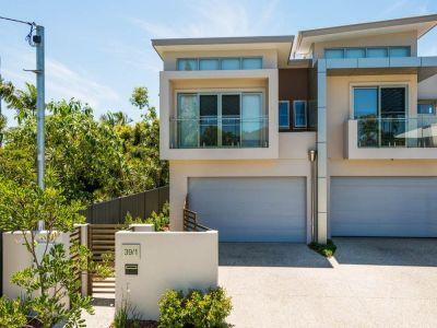 Modern 'European-Style', High Quality Villa - 400m to Broadwater!