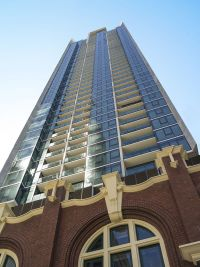 Melbourne One - Gorgeous 2 Bedroom Apartment on the 9th Floor! L/B