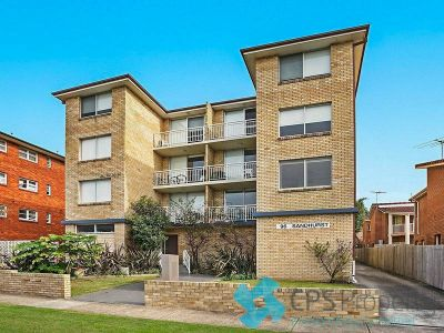 TOP FLOOR RESIDENCE IN BOUTIQUE SECURITY BLOCK WITH LOCK UP GARAGE