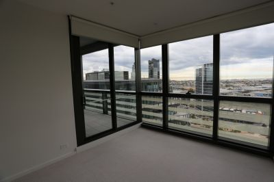 889 Collins: Come and See the Best Docklands Has To Offer!