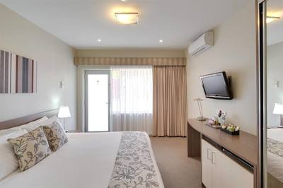 Well-known serviced apartment near major CBD train station - Ref: 10722