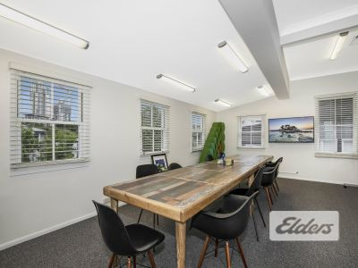 HIGH GRADE REFURBISHED OFFICE WITH 6 CAR PARKS!