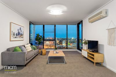 Yarra Crest Luxury with Sweeping Blue-Water Bay Views