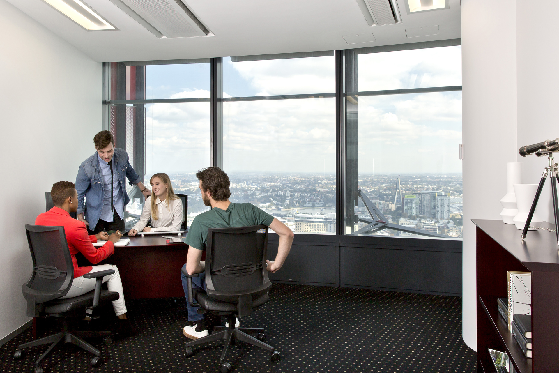TOP QUALITY OFFICE LOCATED IN THE HEART OF SYDNEY BARANGAROO WITH IMPRESSIVE VIEWS