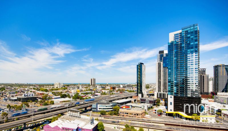 MAINPOINT: 37th Floor - Stunning Views With Separate Study!