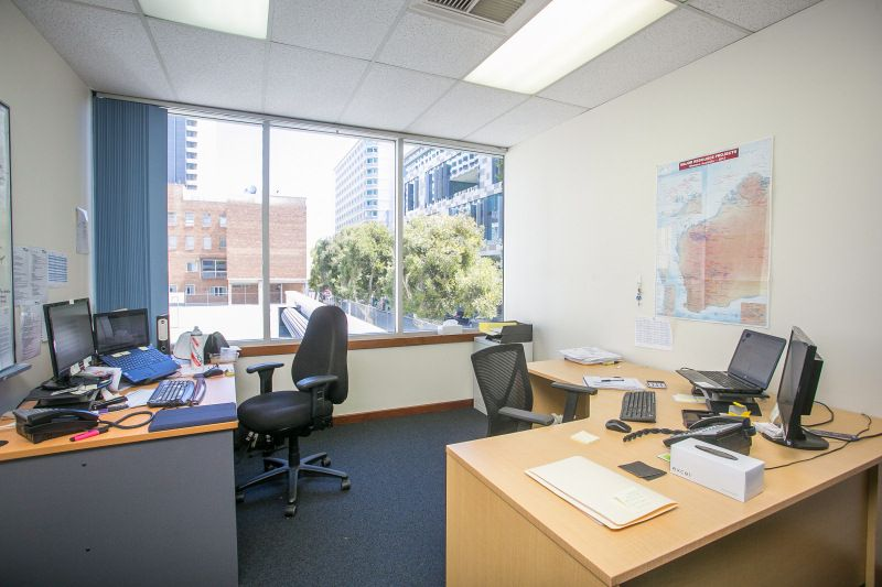507 SQM STAND-ALONE OFFICES WITH A WHOPPING 25 CAR BAYS