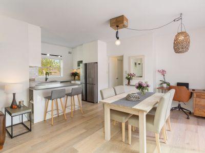 Pet Friendly - Upper Duplex Style - No Common Walls