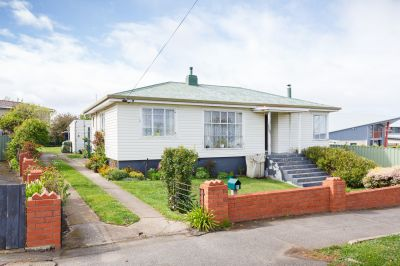 Dual income property with great return!