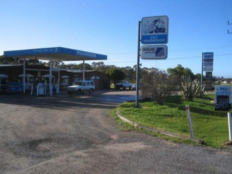 INGLEWOOD FUEL SHOP - WITH WORKSHOP - TAKEAWAY AND RESIDENCE