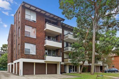 SOLD:Spacious 3 Bedroom Unit; Short Stroll to The Grand Parade & the Beach