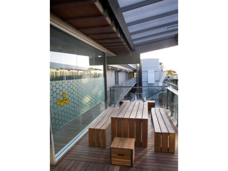 Light filled North facing office space with huge 6metre ceiling height