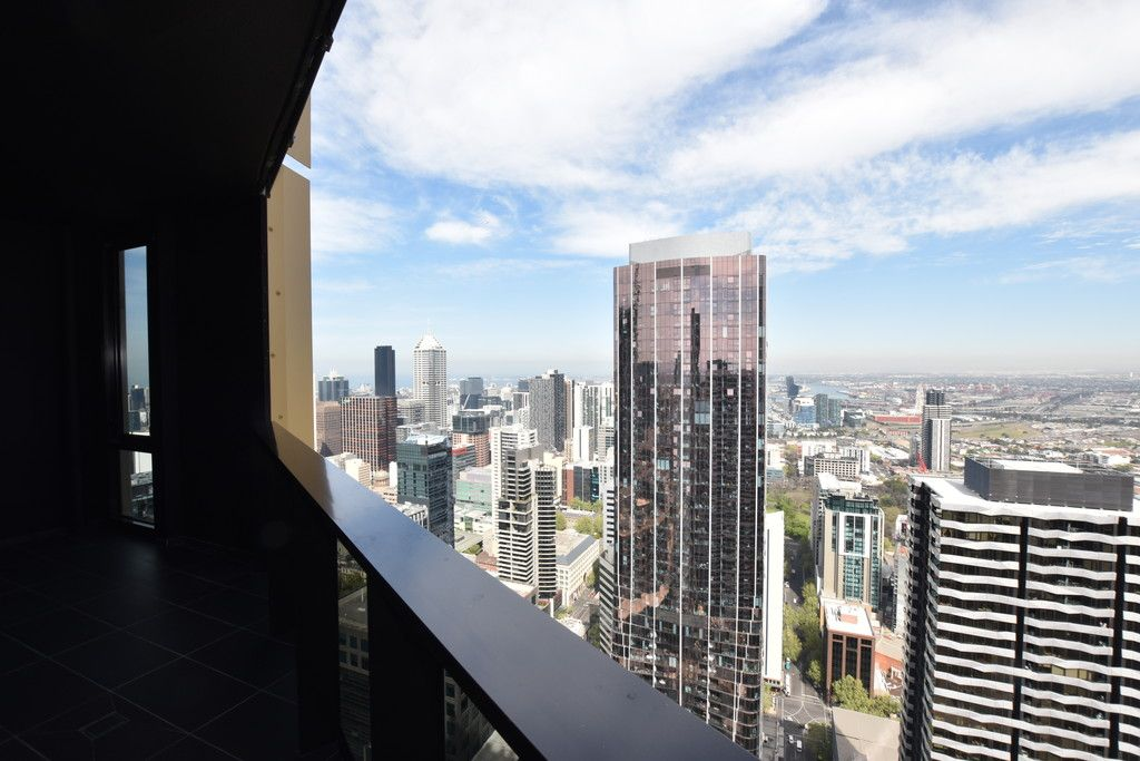 Empire: Stunning Two Bed, Two Bath Gem in the Heart of Melbourne!