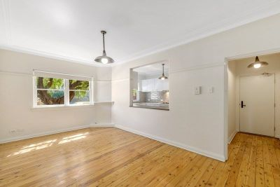 BEAUTIFULLY RENOVATED TWO BEDROOM APARTMENT ONLY MINUTES WALK TO THE BEACH