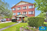 Bright 1 Bedroom Unit. Great Central Location. Fresh Paint. Modern Kitchen & Bathroom. Car Space. Walk To All Parramatta Amenities